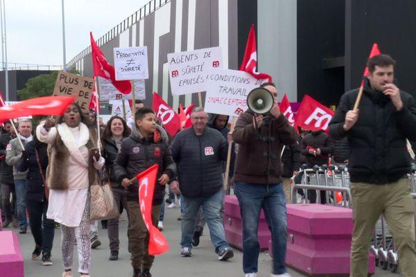4e journée de manifestation consécutive des personnels de sécurité de l'aéroport Bordeaux-Mérignac en lutte pour l'amélioration de leurs conditions de travail