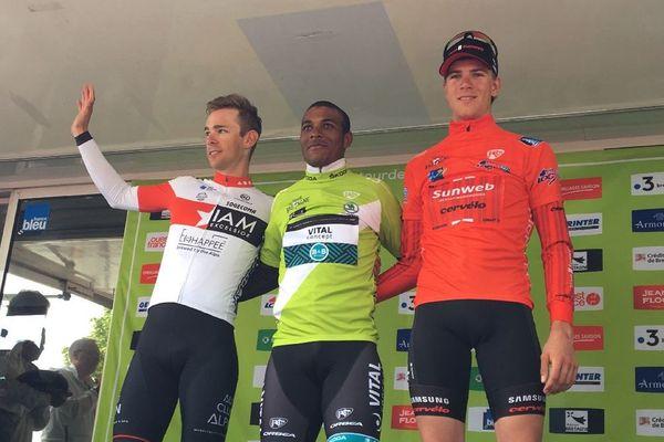 Sur le podium : le vainqueur du tour  Lorrenzo Manzin est entouré de Fabien Lienhard et du gagnant de l'étape Nils Eekhoff.
