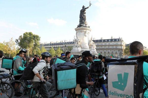 Manifestation des livreurs de Deliveroo place de la République, le 11 août 2017