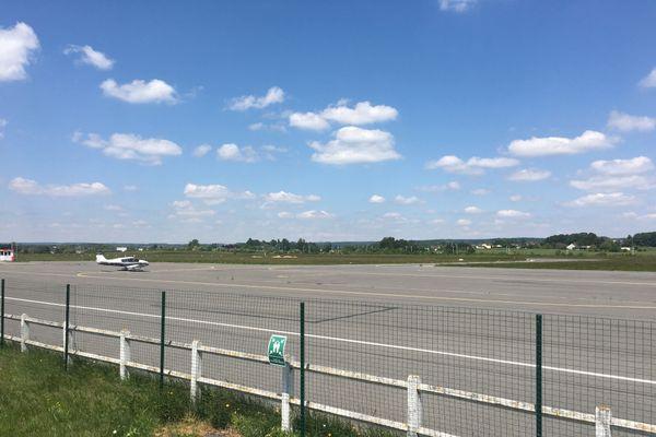 Les pilotes confirmés, seuls à bord de leur avion, peuvent voler actuellement dans le ciel ardennais, les passagers doivent attendre