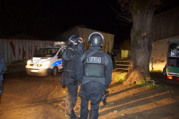 Le 19 janvier, 200 policiers et gendarmes dont le RAID, ont effectué des perquisitions dans une sur une dizaine de lieux dont des camps du voyage.