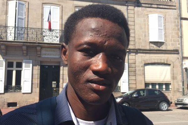 Noordeen Essak a été autorisé à déposer sa demande d'asile en France.