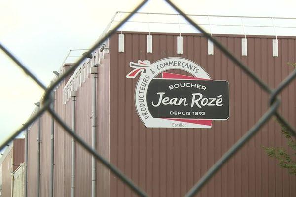 Les 136 salariés de l'usine de transformation de viande Saviel, implantée à Estillac, en Lot-et-Garonne, ont appris du jour au lendemain que leur établissement fermera au printemps prochain