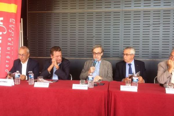 Le fondateur du Visa pour l'image Jean François Leroy (au centre) lors de la conférence de presse de présentation du 30e festival international dédié au photojournalisme, du 1er au 16 septembre à Perpignan.