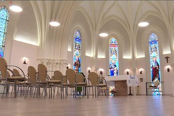 Le travail de rénovation a été supervisé par l'architecte des Bâtiments de France. Les vitraux de la chapelle Saint-Maur datant de 1899, ont été nettoyés à la main.