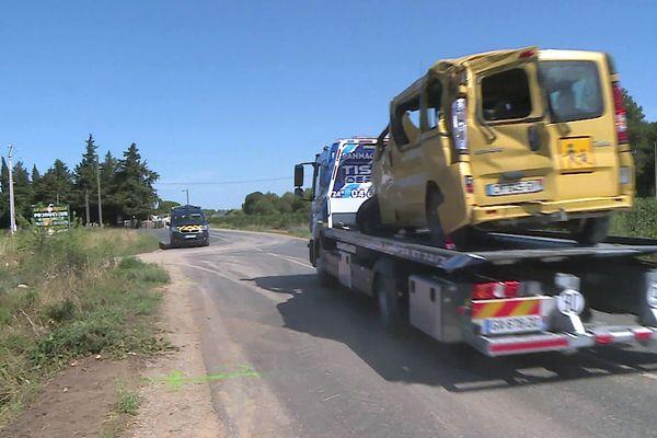 Lansargues (Hérault) - le mini bus accidenté sur la route de Lunel, il y avait 6 ouvriers agricoles espagnols à bord - 9 août 2021.