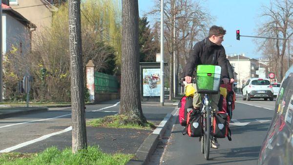 Dans les rues de Colmar, dimanche 7 mars. Premier arrêt pour la nuit prévu au bout de 70 km, à Belfort.
