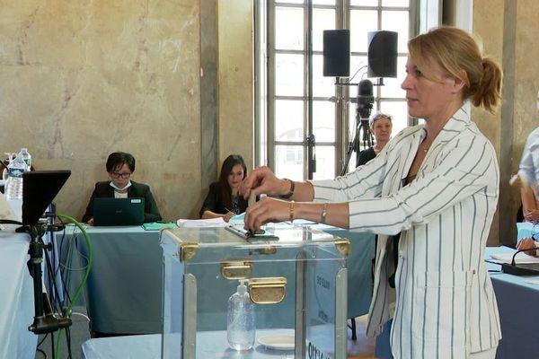 Nathalie Koenders : 1re adjointe au maire de Dijon, chargée de la transition écologique, climat et environnement, tranquillité publique et administration générale.