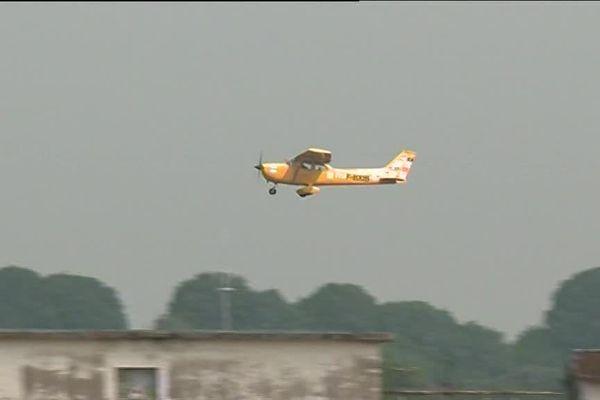Les avions pilotés par les pilotes de l'association les chevaliers du ciel ont décollé à Melun.