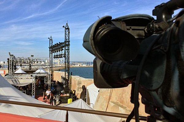 La caméra des équipes de reportage de France Languedoc-Roussillon au festival de Sète dans l'Hérault