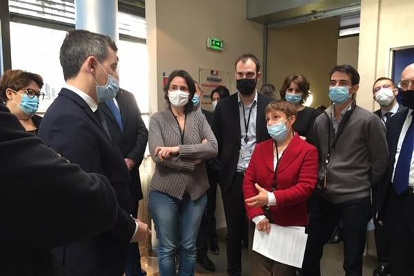 Gérald Darmanin face au personnel de la préfecture de la Haute-Vienne