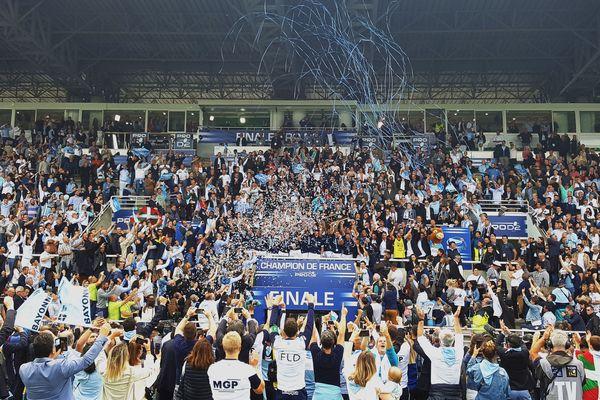 L'Aviron Bayonnais devient champion de France de pro D2 sous les confettis
