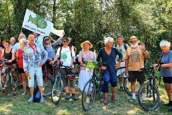 Vélos ou canoës, tous les moyens sont bons pour descendre le Cher, jusqu'à la confluence avec la Loire