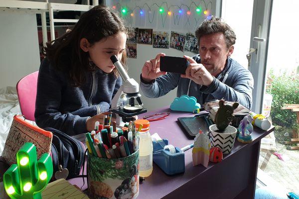 """Le tournage de """"première ligne"""" réalisé par Francis Renaud, avec sa fille Eva-Rose."""