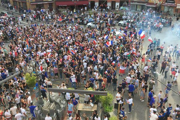La place Denis Dussoubs de Limoges : Les supporters laissent éclater leur joie