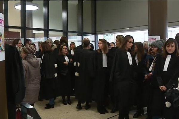 Des avocats et des magistrats de Quimper manifestent contre la réforme de la justice