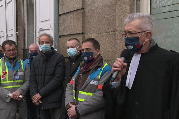 Les salariés protégés et leur avocat devant le tribunal administratif de Limoges le 11 mars 2021