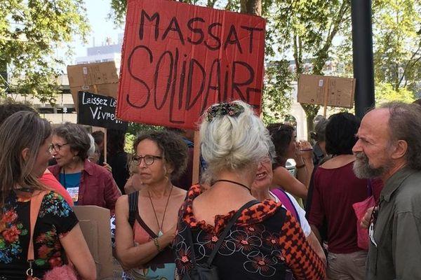 Environ 80 personnes sont venues de Massat et des environs pour soutenir Pierre Kilongo pour son audience au tribunal administratif de Toulouse.