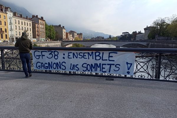 Les supporters du GF38 ont déployé des banderoles dans tout Grenoble