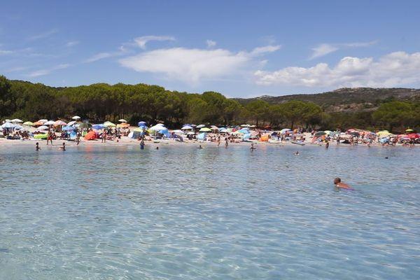 ILLUSTRATION / La plage de Cala Longa, près de Bonifacio, l'été. Au cours des prochaines semaines, si elle est de nouveau accessible, elle ne devrait pas vraiment ressembler à cela.
