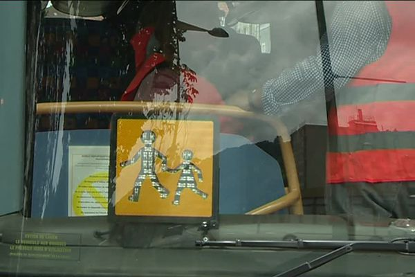 Les agents révisent les consignes de sécurité dans les bus avant la rentrée scolaire