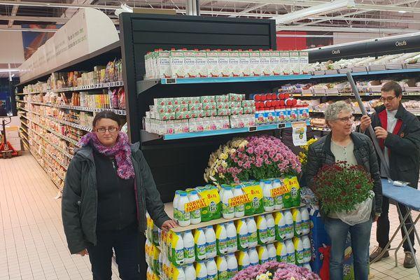 Des chrysanthèmes pour les produits laitiers en promotion.