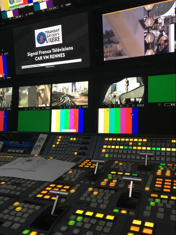 """Régie vidéo du car de réalisation de l'émission """"les aventuriers de la mer"""" tournée lors de la Transat Jacques Vabre"""