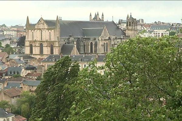 A Poitiers, les rafales de vent sont prévues en début d'après-midi