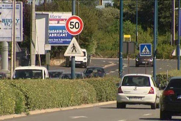 Sur l'axe de 7 kilomètres il n'y a plus que des panneaux 50 km/h