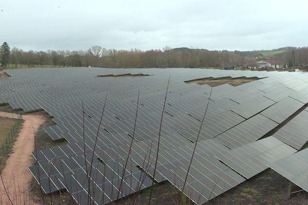 A Saint-Eloy-les-Mines, dans le Puy-de-Dôme, une centrale photovoltaïque a remplacé les puits miniers.