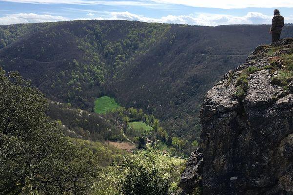 Entre 1945 et 1980, les retombées radioactives des essais nucléaires atmosphériques ont contaminé la Montagne Noire, dans le sud du Tarn.