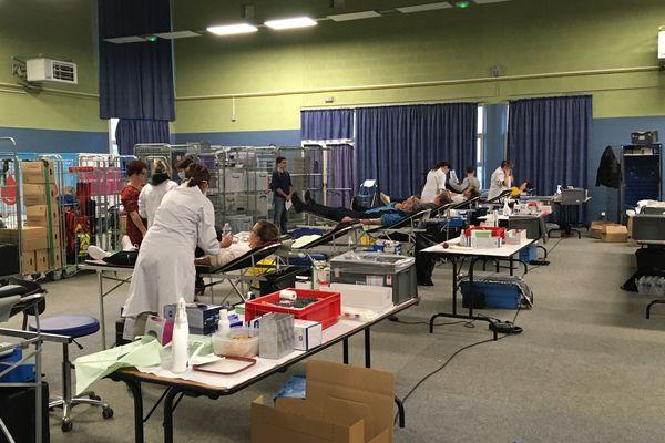 De 17 heures à 19h30, le gymnase Jean-Pierre-Gardin de Pont-Saint-Martin (Loire-Atlantique) s'est transformé en lieu de collecte de sang ce 23 mars.