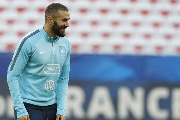 Karim Benzema s'entraîne avec ses coéquipiers au sein de l'Allianz Riviera (7 octobre 2015)