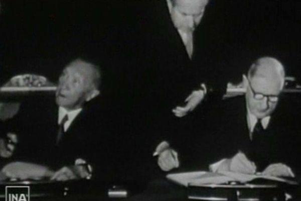 La signature du traité de l'Elysée