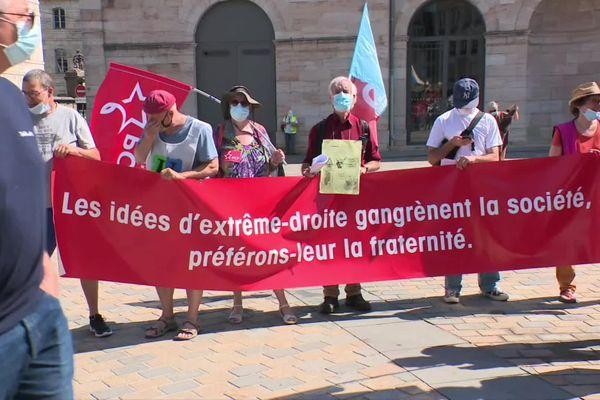 À Besançon, les manifestants sont réunis Place de la Révolution.