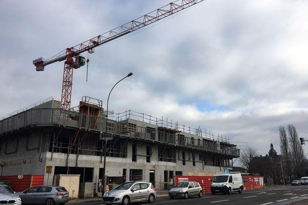 Près de la route de Neufchâtel, encore un nouvel immeuble à la place d'une maison