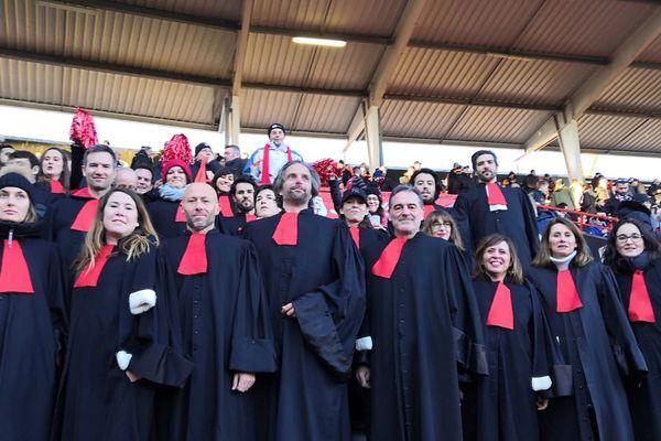 Les avocats en robe lors de la rencontre Toulouse Gloucester