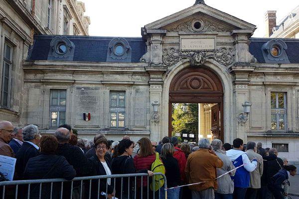 Devant la préfecture de l'Isère, à Grenoble, le matin du 24 septembre