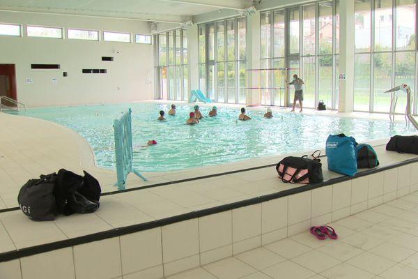 A Saint-Etienne, les piscines sont bien ouvertes pour tout le monde mais les vestiaires collectifs resteront fermés sauf aux scolaires. Ici le Centre nautique Yves Naymes