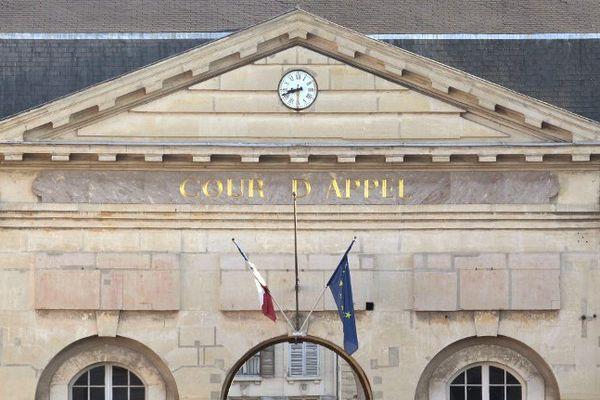La cour d'appel de Versailles.