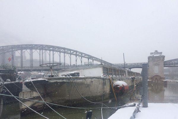 La péniche a coulé en 20 minutes samedi à Paris.