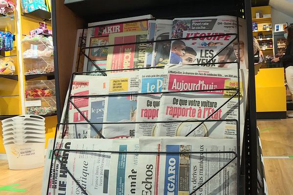 Pendant deux à trois semaines parfois, les kiosquiers n'ont pu proposer aucun titre national.
