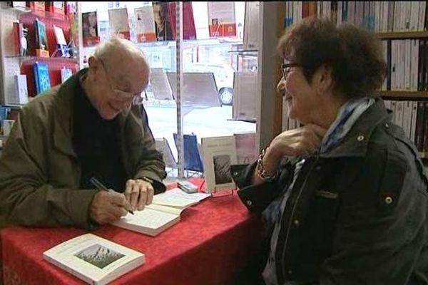 Parmi les auteurs présents, l'ancien médecin de Mortrée, Charles Lanot, qui publie ses mémoires.