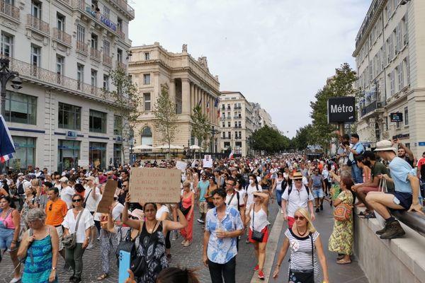 Comme à Marseille, plusieurs milliers de manifestants défilent ce juillet 24 juillet contre l'instauration du pass sanitaire en France.