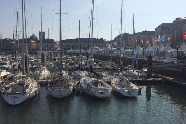 """Derniers préparatifs dans le  port de Dieppe avant l'ouverture du village de """"la Solitaire Urgo Le Figaro 2017"""""""