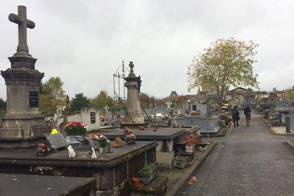 Un temps d'automne dans le cimetière de Saint-Junien.