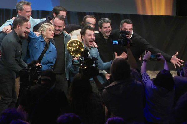Michaël Youn et une partie de l'équipe de Divorce Club, lauréat du Grand Prix du festival du film de comédie de l'Alpe d'Huez 2020.