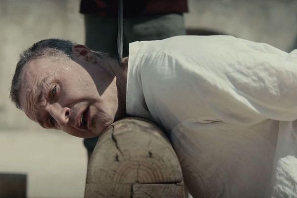 """L'exécution de Thomas Grey dans """"Le Roi""""."""