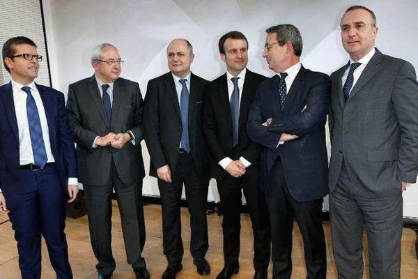 Le sénateur-maire socialiste d'Alfortville (Val-de-Marne), Luc Carvounas (à gauche sur la photo)