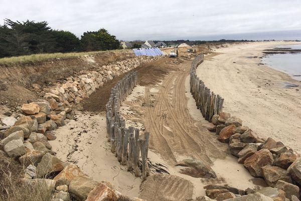 Les travaux d'enrochement sur la dune de Lehan, à Treffiagat, vont durer trois semaines